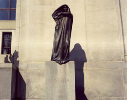 Photo - La statue Ivstitia